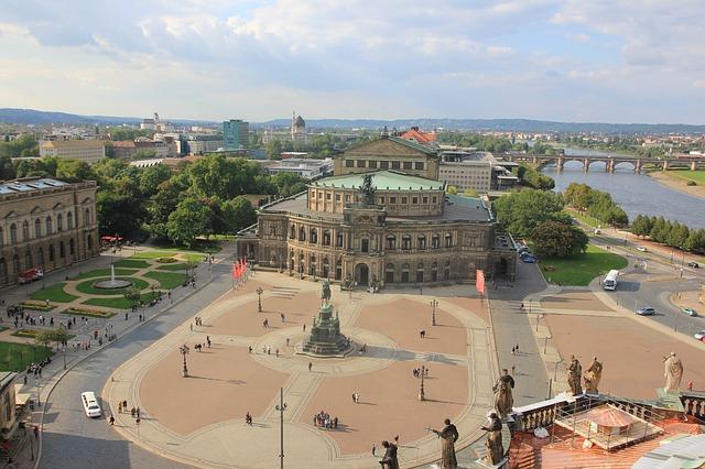 Il Semperoper di Dresda è il magnifico teatro dell'opera della città