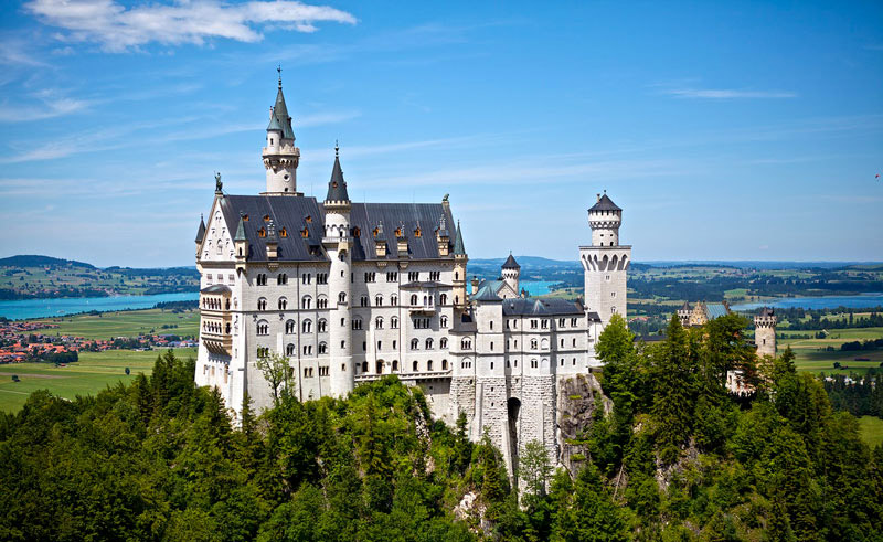 La Baviera in Germania è ricca di castelli, tra cui quello di Neuschwanstein
