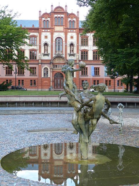Università di Rostock, particolare del giardino antistante