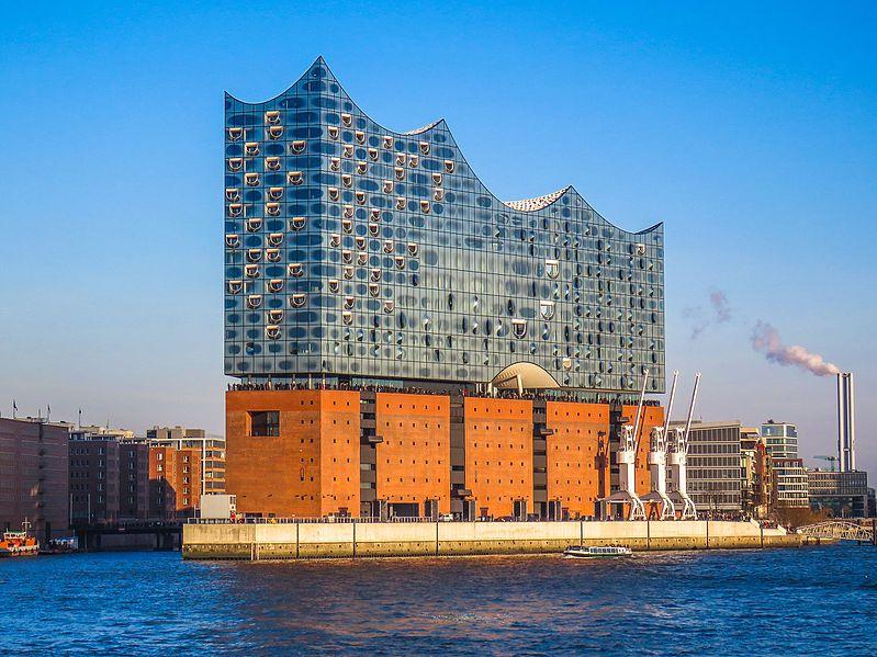 Il bellissimo edificio della Elbphilharmonie di Amburgo