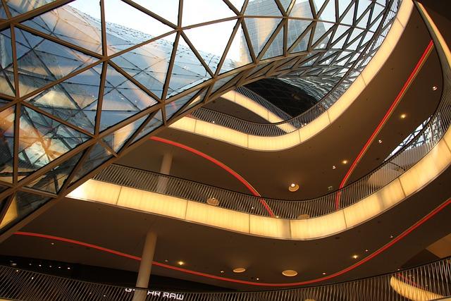 Particolare dell'interno della Zeil Galerie di Francoforte