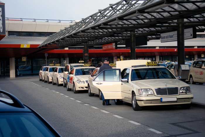 Taxi a Tegel, aeroporto di Berlino