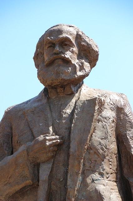 La statua di Karl Marx donata dai cinesi alla città di Treviri