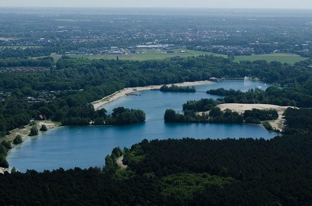 Il lago di Dankern dove si situa il castello e il parco divertimenti