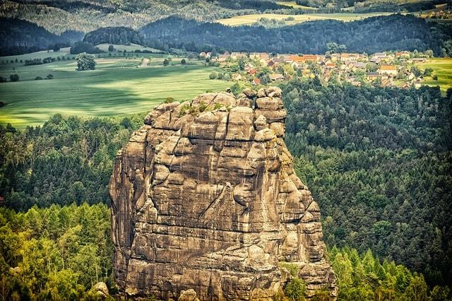 Una delle pareti da scalare nel Parco Nazionale della Svizzera Sassone