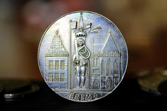Moneta raffigurante la statua di Rolando a Brema