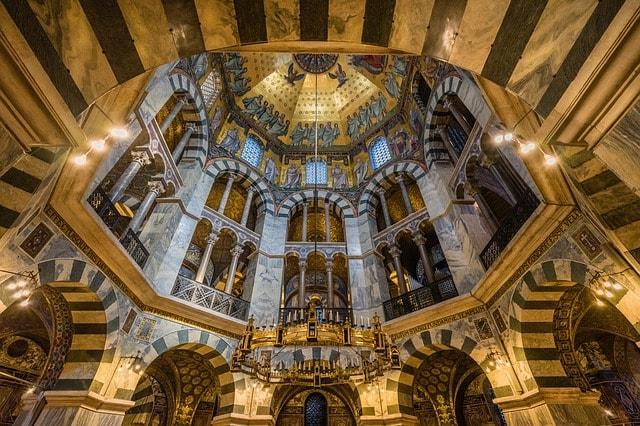 Veduta interna del Duomo di Aquisgrana